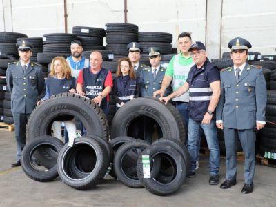Sequestrate a Genova 52 tonnellate di pneumatici pericolosi